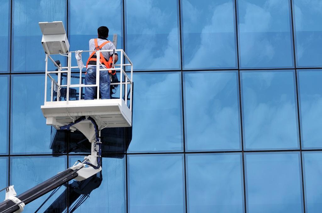 Zasady bezpieczeństwa przy myciu okien